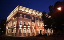 Plac Dąbrowskiego 1