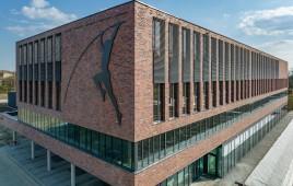 Wielofunkcyjny ośrodek treningowy z krytą halą sportowa i kompleksem boisk