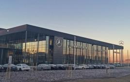 Salon samochodowy marki Mercedes-Benz