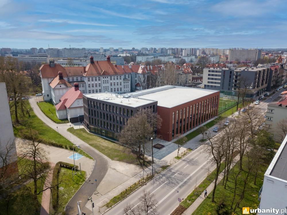 Nowy budynek I Liceum w Gliwicach nawiązujący do charakterystycznej zabudowy Śląska