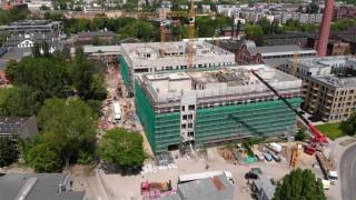 Wiecha na budowie części biurowej kompleksu Fuzja w Łodzi