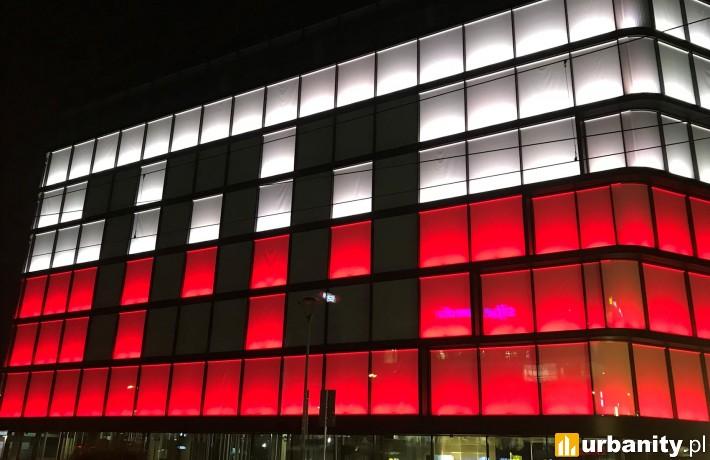Biurowiec Imperial Business Center z iluminacją w Święto Niepodległości
