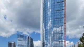 Mennica Legacy Tower - prace elewacyjne