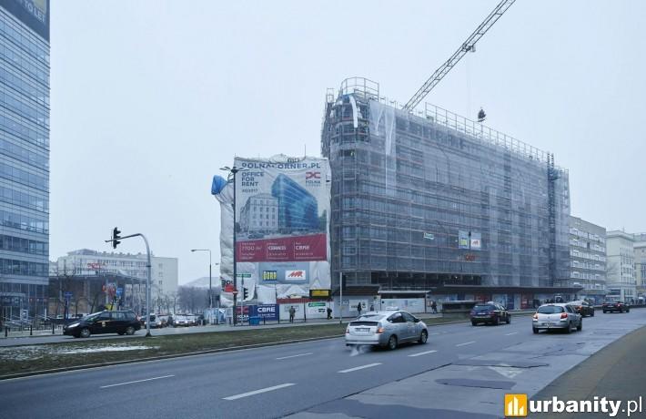 Zawieszenie wiechy na budowie obiektu Polna Corner