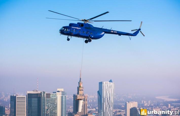 Montaż iglic na wieżowcu Warsaw Spire
