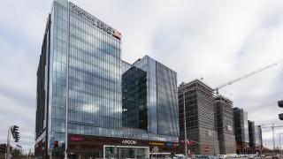 Zwieszenie wiechy na budowie biurowca Neon