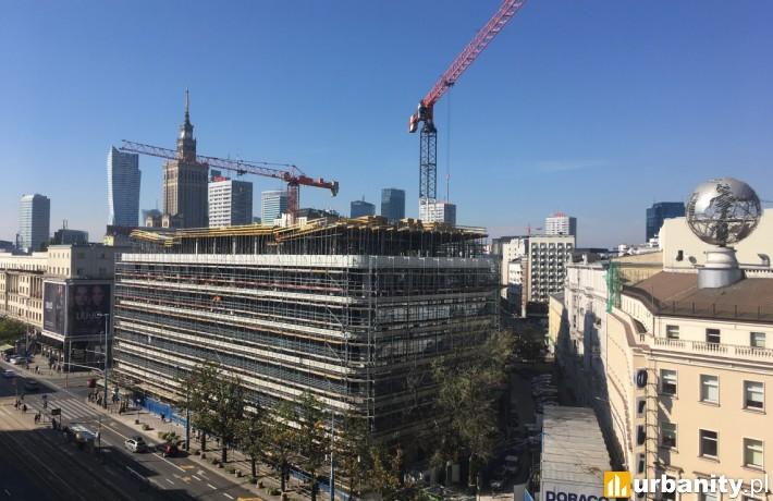 Biurowiec Cedet w Warszawie już z wiechą