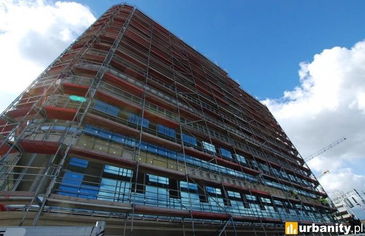 Rozpoczęto montaż szklanej fasady na budynku SQ Business Center