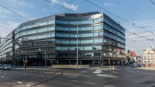 Biurowiec Dominikański mieści się w centrum miasta