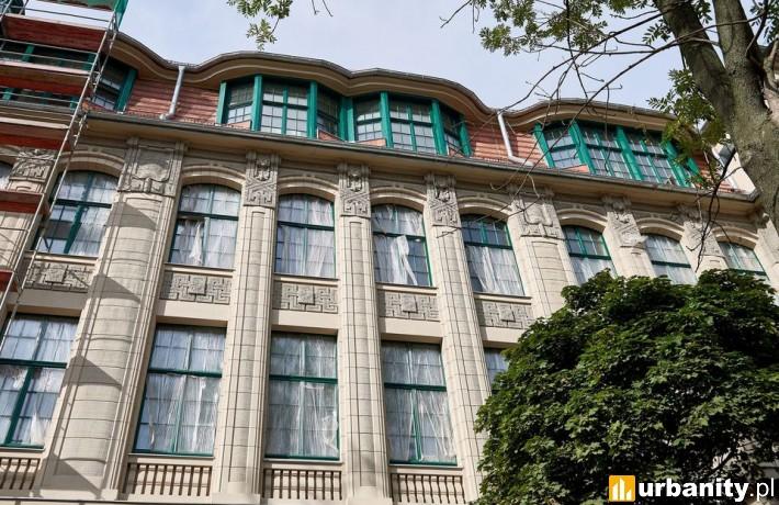 Zabytkowy budynek dawnej filologii zmienia się w sąd (fot. lodz.pl)