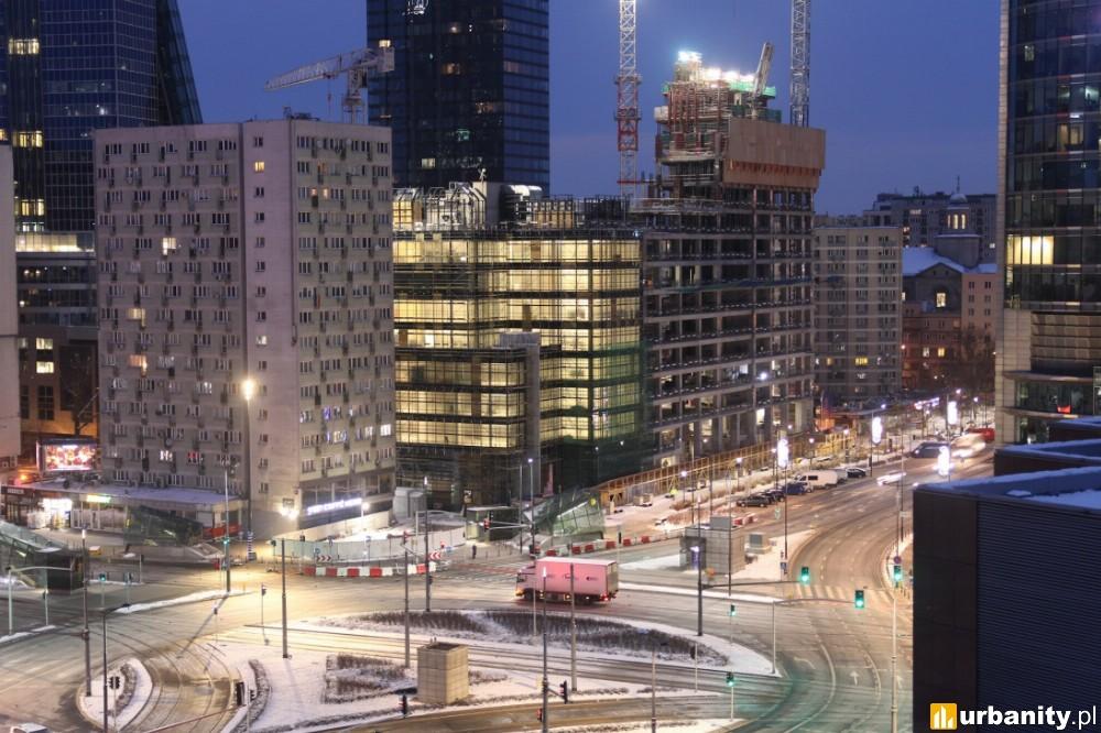 Ekspresowe tempo powstawania wieżowca Skysawa w Warszawie