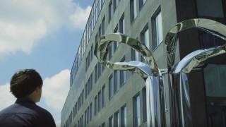 Rzeźba, jaka powstał przy biurowcu West Link