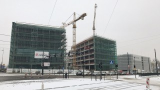 Zawieszenie wiechy na biurowcu Imagine w Łodzi