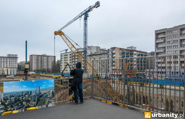 Platforma widokowa do śledzenia prac na budowie Varso