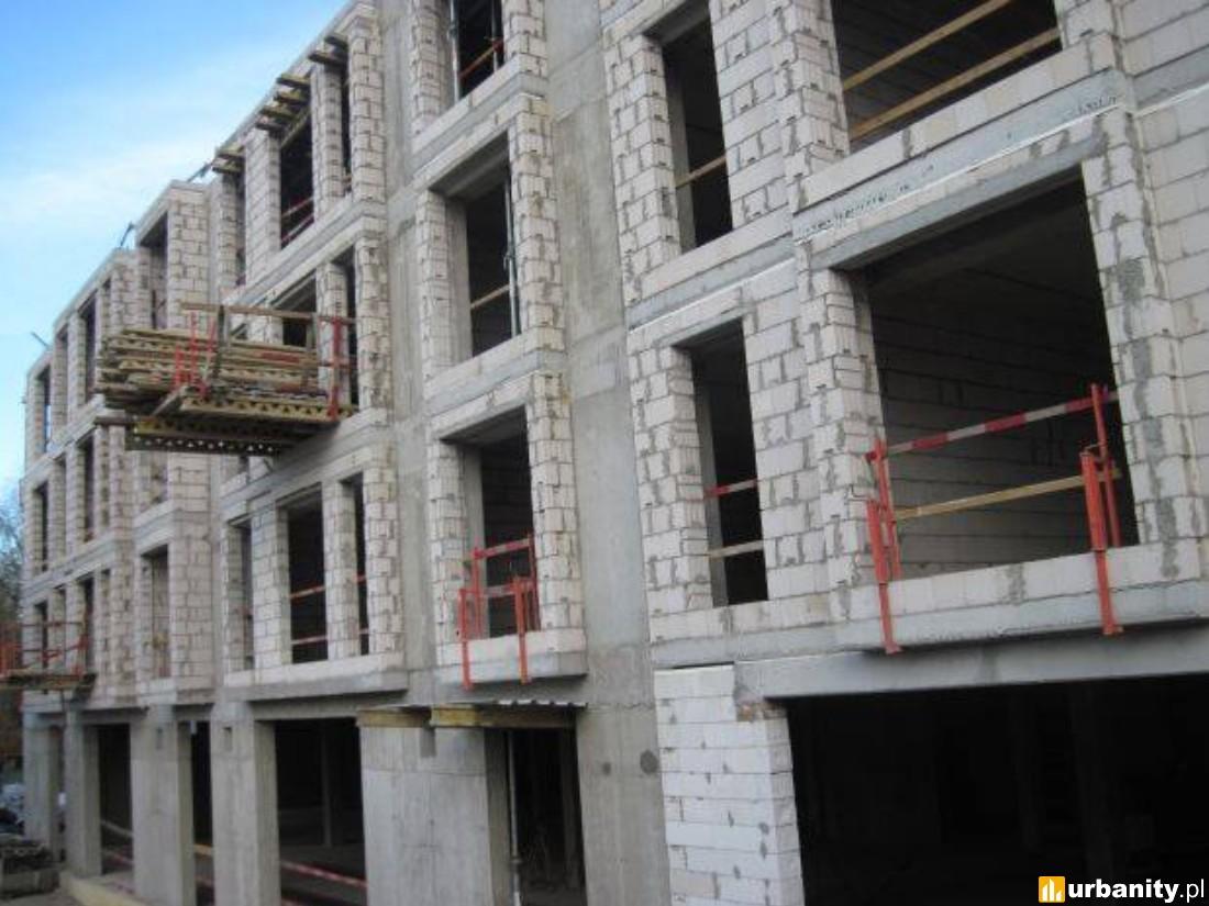 stawiane są ściany ostatniej kondygnacji oraz ściany między lokalami w całym budynku