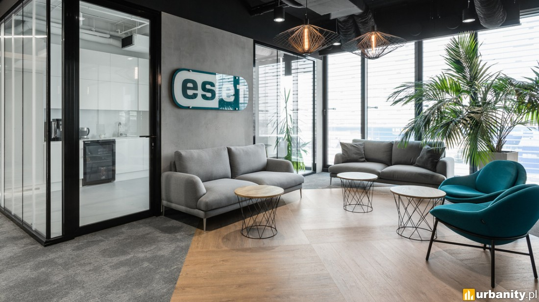 biuro Eset, w którym użyto wykładzin i paneli Forbo