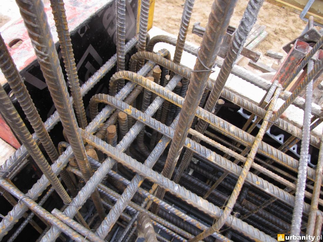 rozpoczęto betonowanie ścian mieszkań na I piętrze