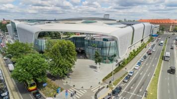 zdjęcie Podziemny dworzec autobusowy zintegrowany z naziemną galerią handlową