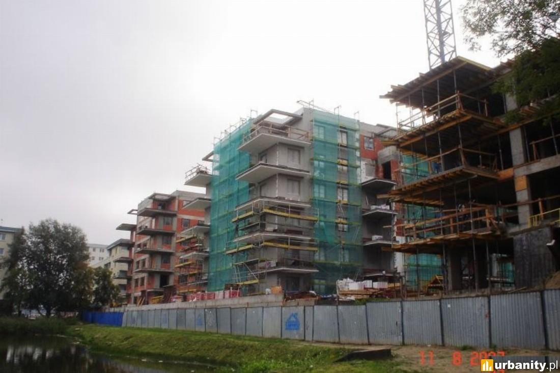 Budowa od strony stawu Jeziorzec