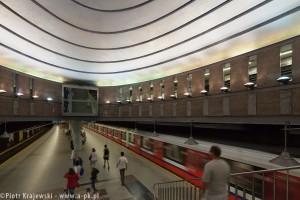 zdjęcie Stacja metra A-18 Plac Komuny Paryskiej