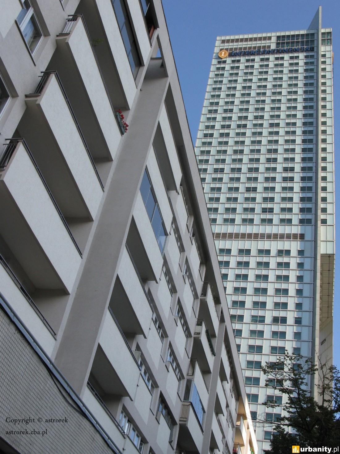 InterContinental Warszawa widziany z ulicy Emilii Plater